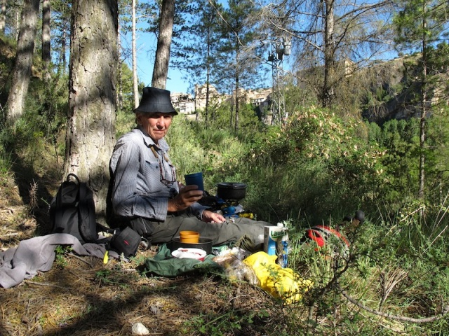 Breakfast in the forest. Porridge followed by scrambled eggs this morning. I would gladly have breakfast in the bush like this for the rest of my life.