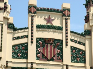 Valencia Railway station parapet. Note the striped pallet, the Valencia oranges once again and the five pointed star set in the false arch.
