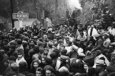 Spanish Republican refugees crossing from Spain into France at Le Perthus in 1939. The Hemmingway extract and this photograph was taken from PO Life in the Pyrenees web page.