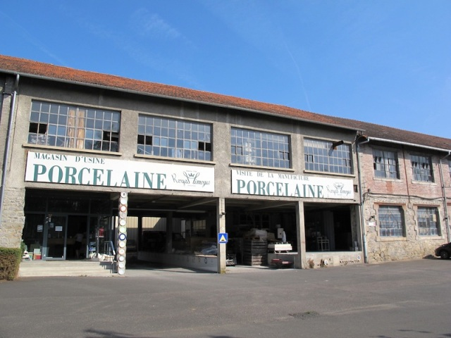 Magasin D'Usine Porcelain factory and sales outlet.