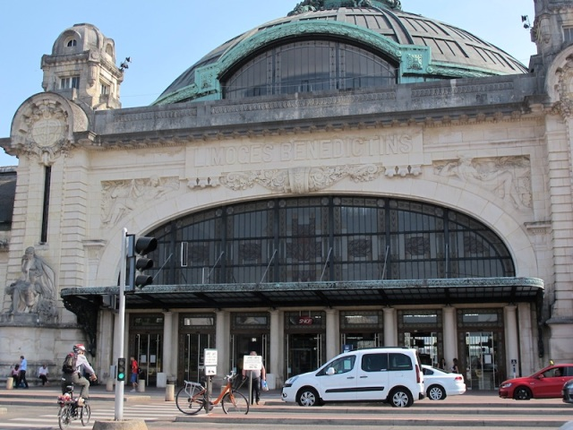 Gare de Limoges-Benedictins (Limoges railway station).
