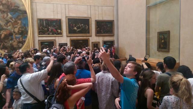 Mona Lisa admirers. Image credit Steve Hawkins 2015.