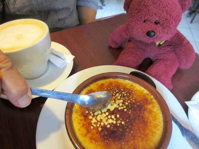 A French delicacy crème brulee, a rich custard base topped with a layer of burnt caramel. BBear thought it as good as a pot of honey.