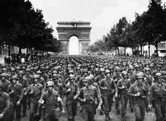 US 28th Division march along the Champs-Elysees August 1944. Image credit: In the public domain and from www.2db.com