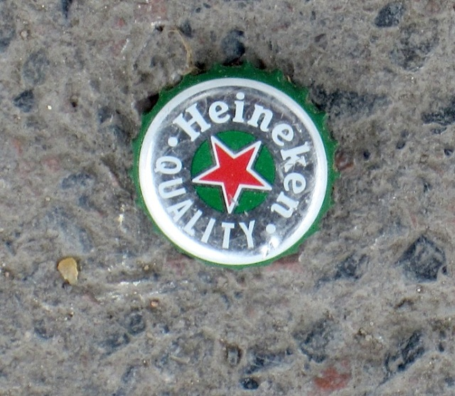 Beer bottle top, centre marker?