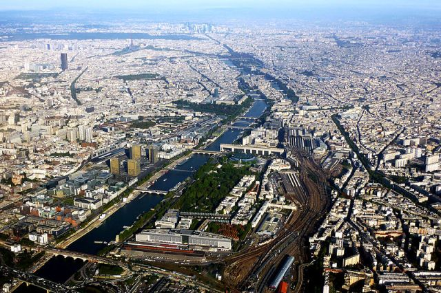 The River Seine passing through Paris. Image credit: Photographer Mortimier62. From Flicker via Wikipedia.