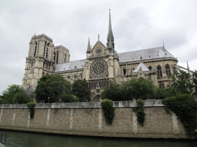 A classic piece of French architecture on the banks of the Sein. Notre-Dame Cathedral.