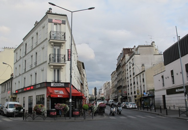 Hotel de l'Avenir, in a northern district of Paris, is built on a battle-axe block.