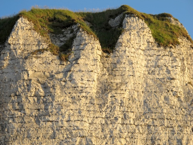 A closer look at the chalk cliffs formation.