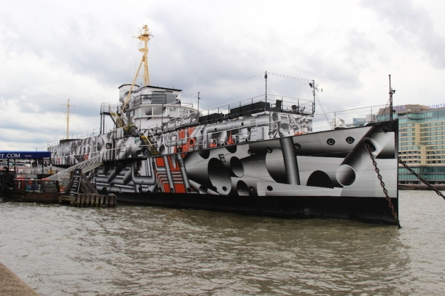 HMS President (1918), a Flower-class anti-submarine Q-ship, in modern day dazzle camouflage Canon (600D)