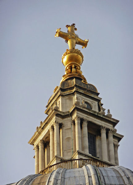 St Pauls lantern, ball and cross. Image credit: Thanks to Christine Mathews.