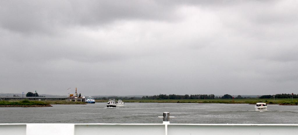 2 Crossing Rhine to Arnhem