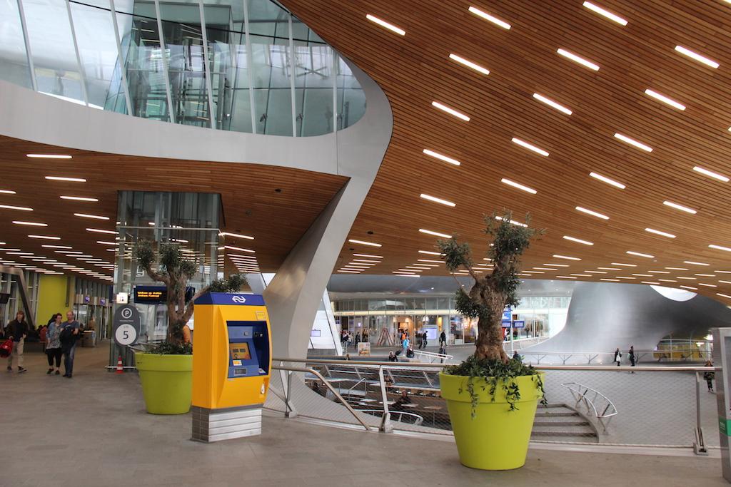 23 Interior Arnhem Train Station