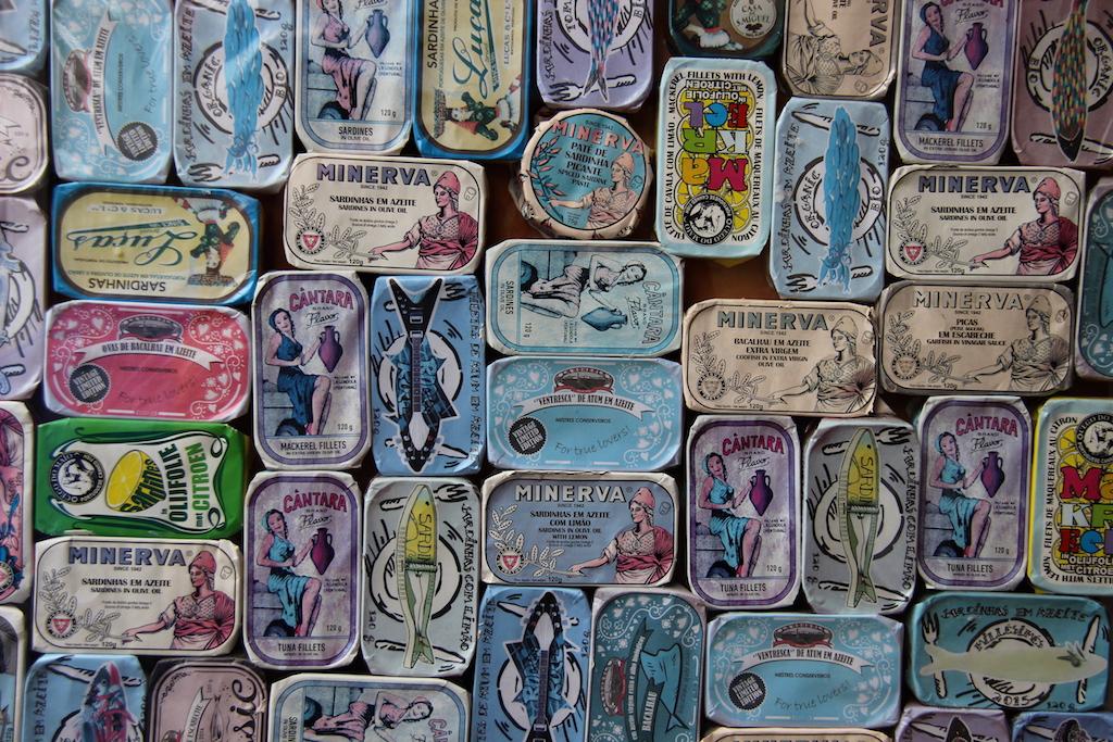 27 Herring tin display Fishmonger Arnhem