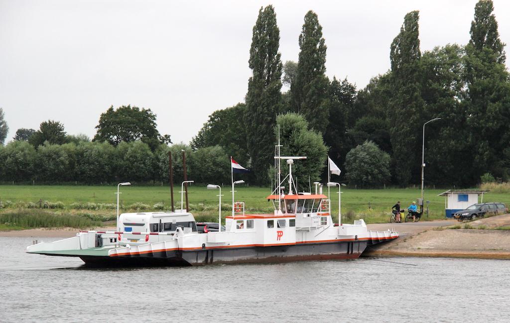 3 Ferry across Rhine Looveer