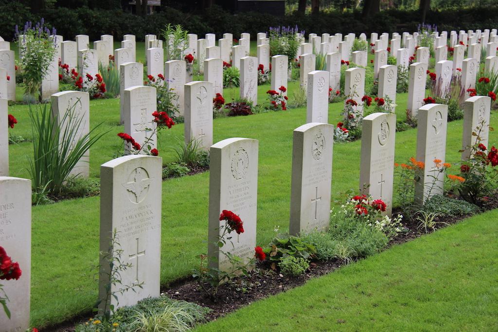 32 Arnhem War Cemetery