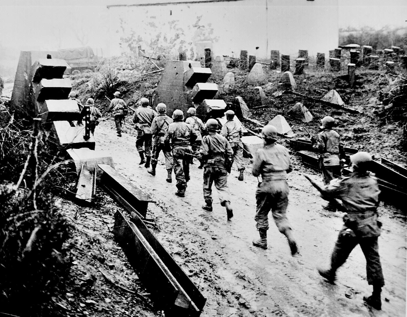 8 Americans_cross_Siegfried_Line
